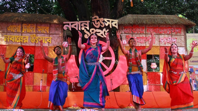 নবান্ন উৎসবে মেতে ওঠেছে ঢাকা বিশ্ববিদ্যালয়