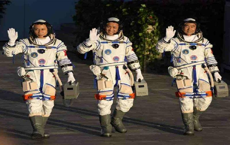 তিন নভোচারী নিয়ে চীনের প্রথম মহাকাশ যাত্রা